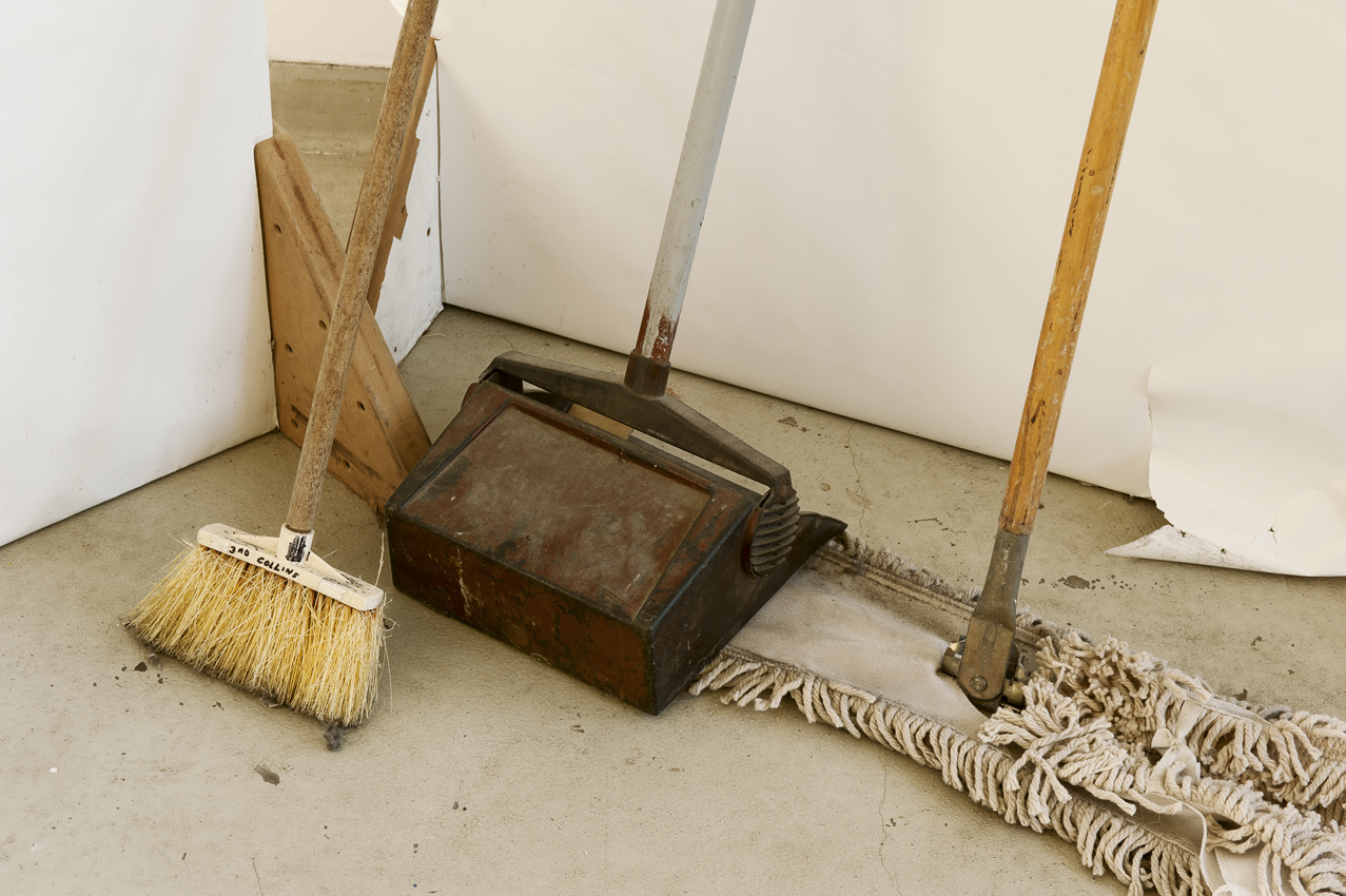 Broom dustpan mop_DSC1242